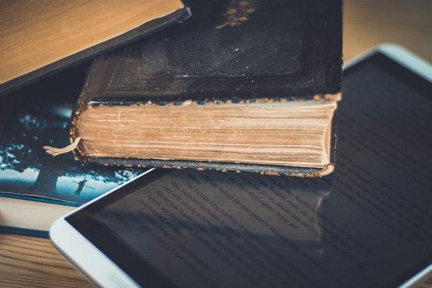 Bücher Tablet stock