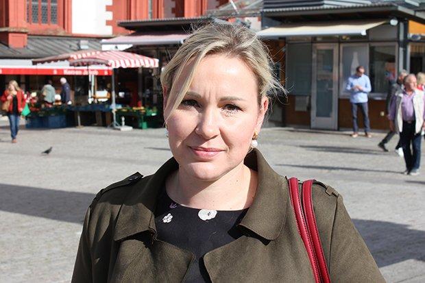 Regina, 34, Leiterin des Bahnhofsservice