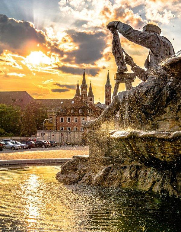 Das ist Würzburg - Abendtraum Frankoniabrunnen_web.jpg