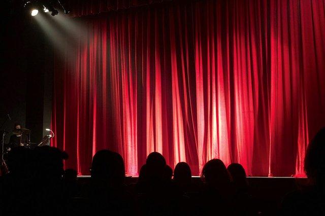 Theater, Stock