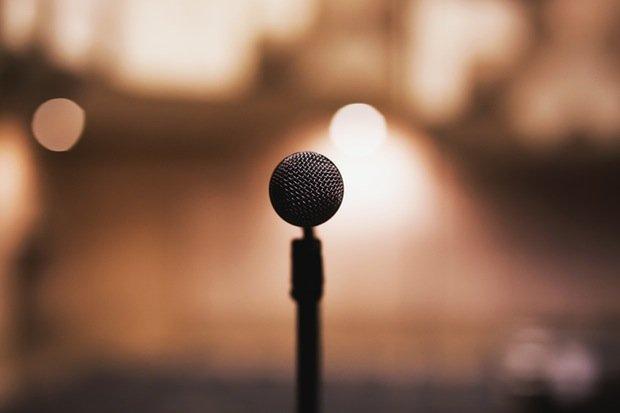 Mikrofon Diskussion Gesang Musik Bühne Stock