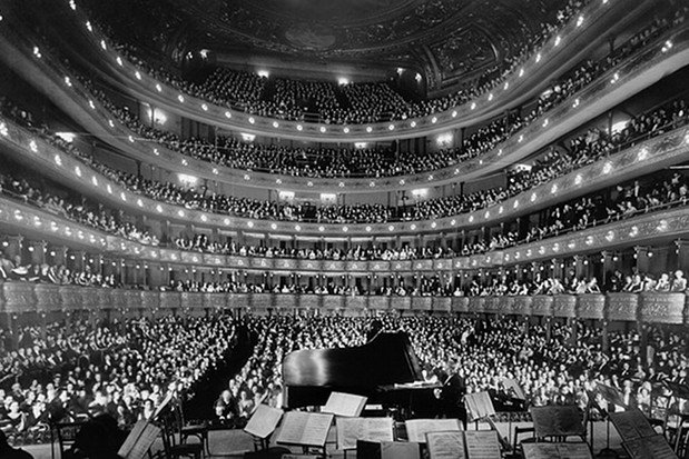 Oper Theater Stock